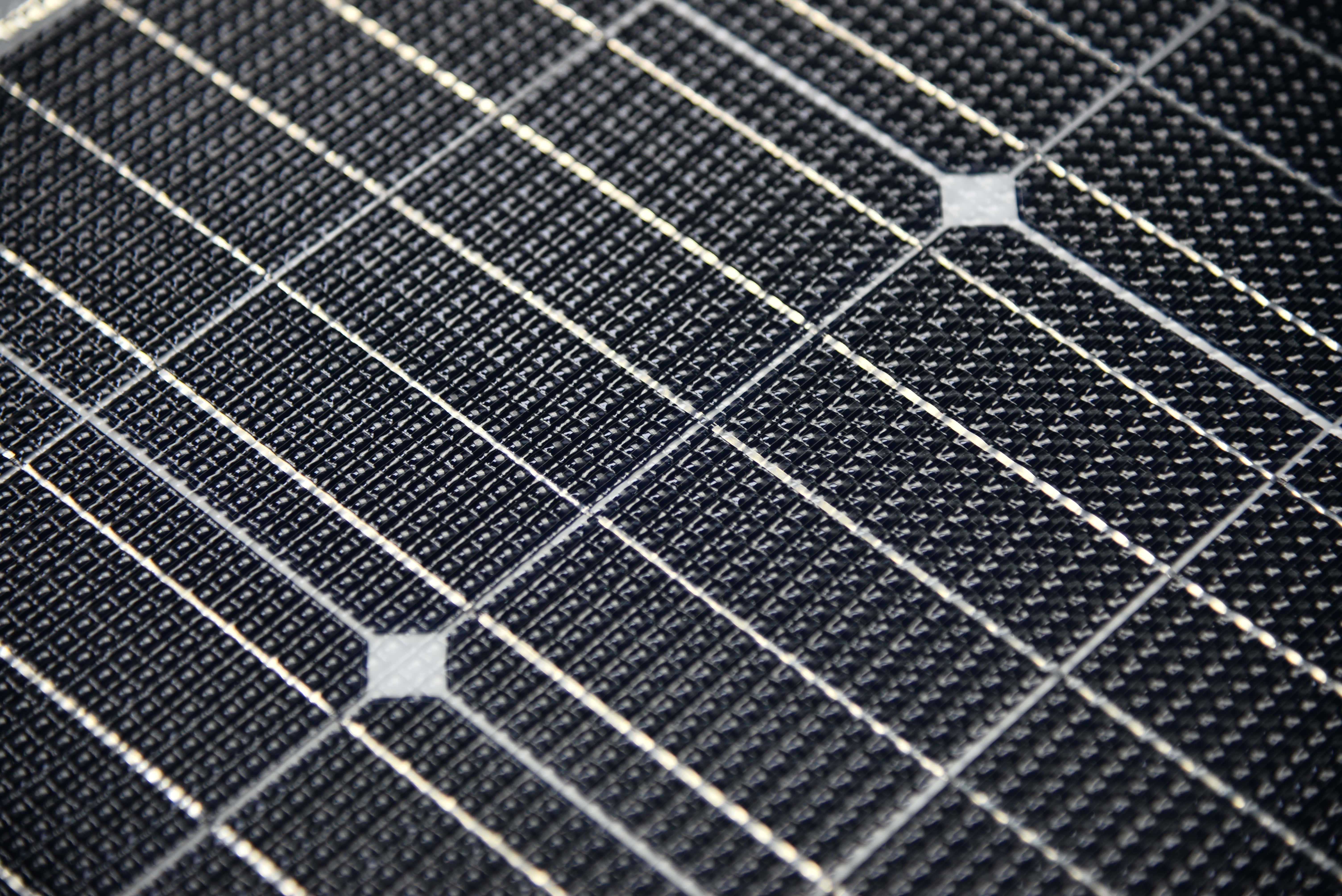 110W Semi Flexibel Solarpanel Back Contact SunPower 1070x540